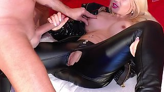 USER MEET GERMAN TEEN AND FUCK HER IN LEATHER