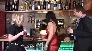 Swinger in club