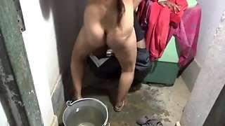 Desi bhabhi sucking and fucking in bathroom