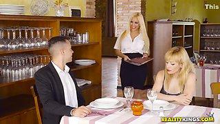 Curvy Slutty Blonde Lured Frivolous Hubby In Restraunt Toilet - Blondie Fesser
