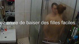 Jeune rousse se fait soulever sous la douche