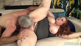 Queen Julie And Julia Ann - Plumper Queen Gets Her Pussy Pounded Hard