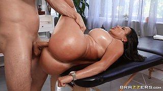 Instead of massage horny Julianna Vega gets a hard masseur's penis