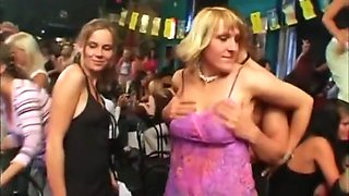 Amateur party girls sucking and fucking male strippers