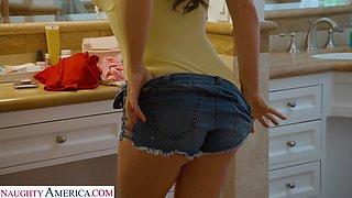 Sexy busty housewife Krissy Lynn enjoys cuni and fucks mad in cowgirl pose