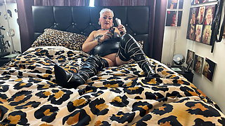 WHORE HOUSE PT 75 BLING WHORE ON SATURDAY PLAYING AND SMOKING