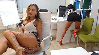 Office girls are masturbating her horny pussy
