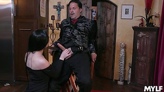 Fucking hot vampire milf Kate Bloom sucks a big cock and gets her pussy licked