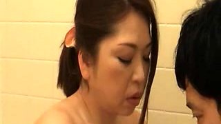 Bath cleaning of mom 2