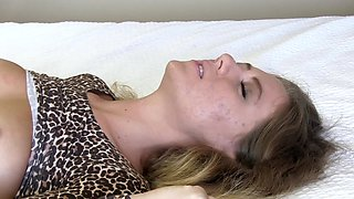 First time porn fuck with a cutie in a hotel room