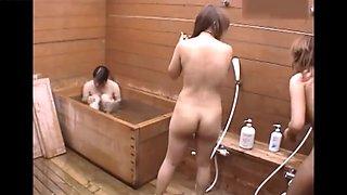 Three girls bath