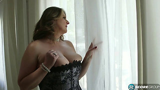 The divorced milf does not want to build any more relationships with men