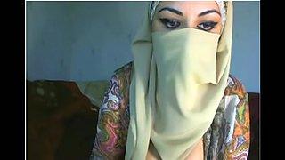 Arab cutie displays her bra buddies