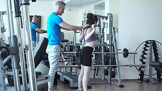 Casual teen fuck with gym stud