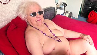 OmaGeiL Amateur Moms Posing Naked For Photo Collection