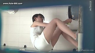 chinese girls go to toilet.133