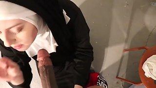 Rahibe sakso cekiyor ( nun )