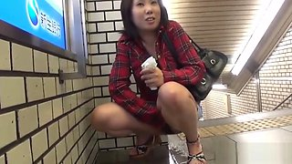 Fetish asian teenager peeing