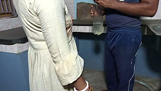 Chimni Repair Waale Ne Kitchen Me Chudayi Kiya