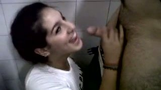 Argentinian slut is excited about swallowing her lover's sperm on camera