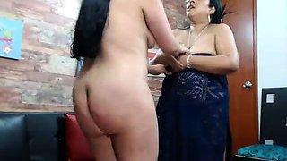 Indian mature BBW aunty exposing