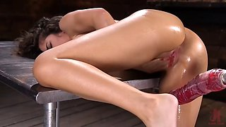 Victoria voxxx shudders in orgasms thanks to fucking machine